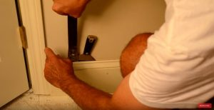 How to Carefully Remove Baseboard Trim