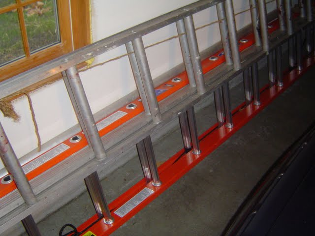 Fiberglass vs Aluminum Extension Ladders
