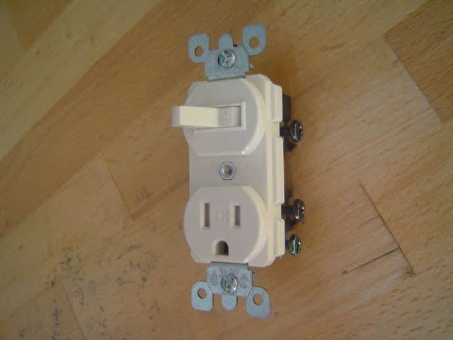 Switch outlet combo with ground and terminal screws shown.